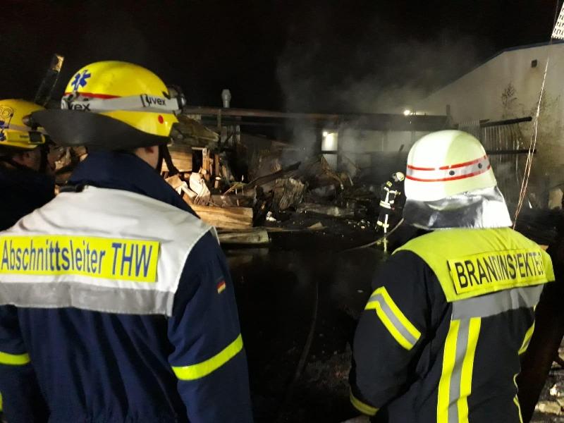 Brand 5: Lagerhallenbrand ausgedehnt